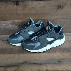 Nike Air Huarache Dark Grey Women's Sz. 6.5